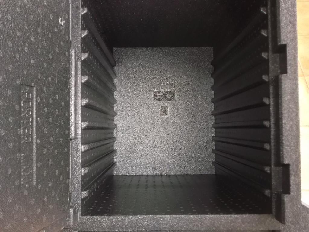 Maxi porter detalle interior contenedor isotérmico pastelería panadería